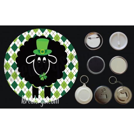 Badge Saint Patrick's mouton noir chapeau et trèfles fond jacquard losanges