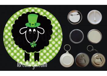 Badge Saint Patrick's mouton noir chapeau et trèfles fond vert fleuri