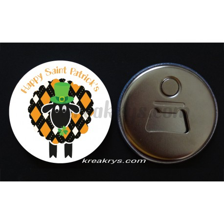 Badge 58 mm Décapsuleur aimanté happy saint patrick's mouton noir