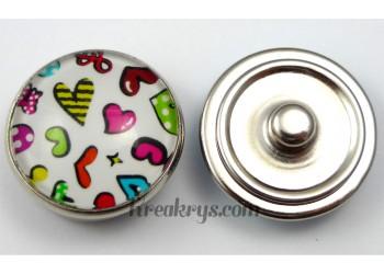 Bouton pression Cœurs multicolores fond blanc