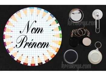 Badge Collection école personnalisable : crayons de couleurs
