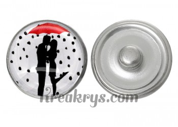 """Bouton pression verre collection """"Un Petit Coin de Parapluie"""" : un couple s'embrassant sous un parapluie rouge"""