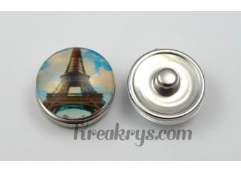Bouton pression Tour Eiffel avec ciel bleu