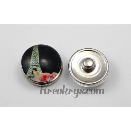 Bouton pression Tour Eiffel fond noir avec une rose