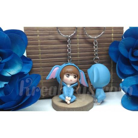 Porte-clé Figurine résine fille en pyjama dessin animé