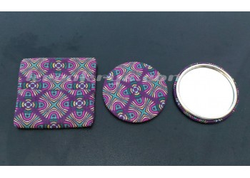 Badge 58 mm Miroir de poche avec tissu africain violet et sa pochette