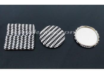 Badge 58 mm Miroir de poche avec tissu chey noir et blanc et sa pochette