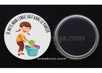 """Badge 25 mm Magnet collection """"Ma routine des tâches quotidienne"""" : Je mets mon linge sale dans le panier"""