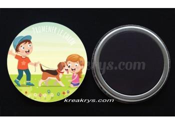"""Badge 25 mm Magnet collection """"Ma routine-activité"""" : promener le chien"""