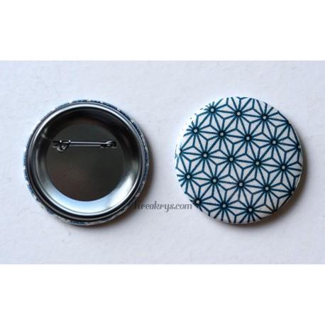 Badge 58mm Broche épingle Tissu Asanoha bleu canard, noir sur fond blanc
