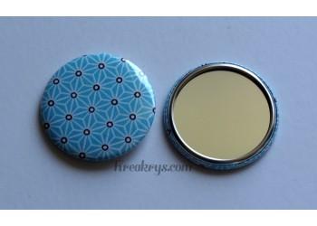 Badge 58mm Miroir de Poche Tissu Asanoha blanc et noir sur fond turquoise