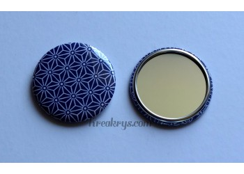 Badge 58mm Miroir de Poche Tissu Asanoha blanc et noir sur fond bleu