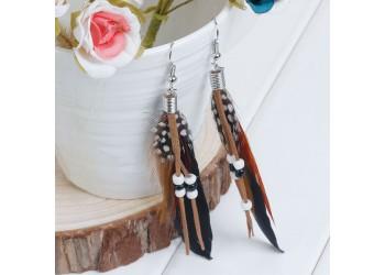 Boucles d'oreilles en Plume Naturelle , Perles Noires et Blanches sur cordon suedine