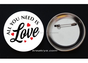 Badge Broche épingle collection Saint Valentin : all you need is love