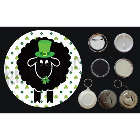 Badge Saint Patrick's mouton noir chapeau et trèfles